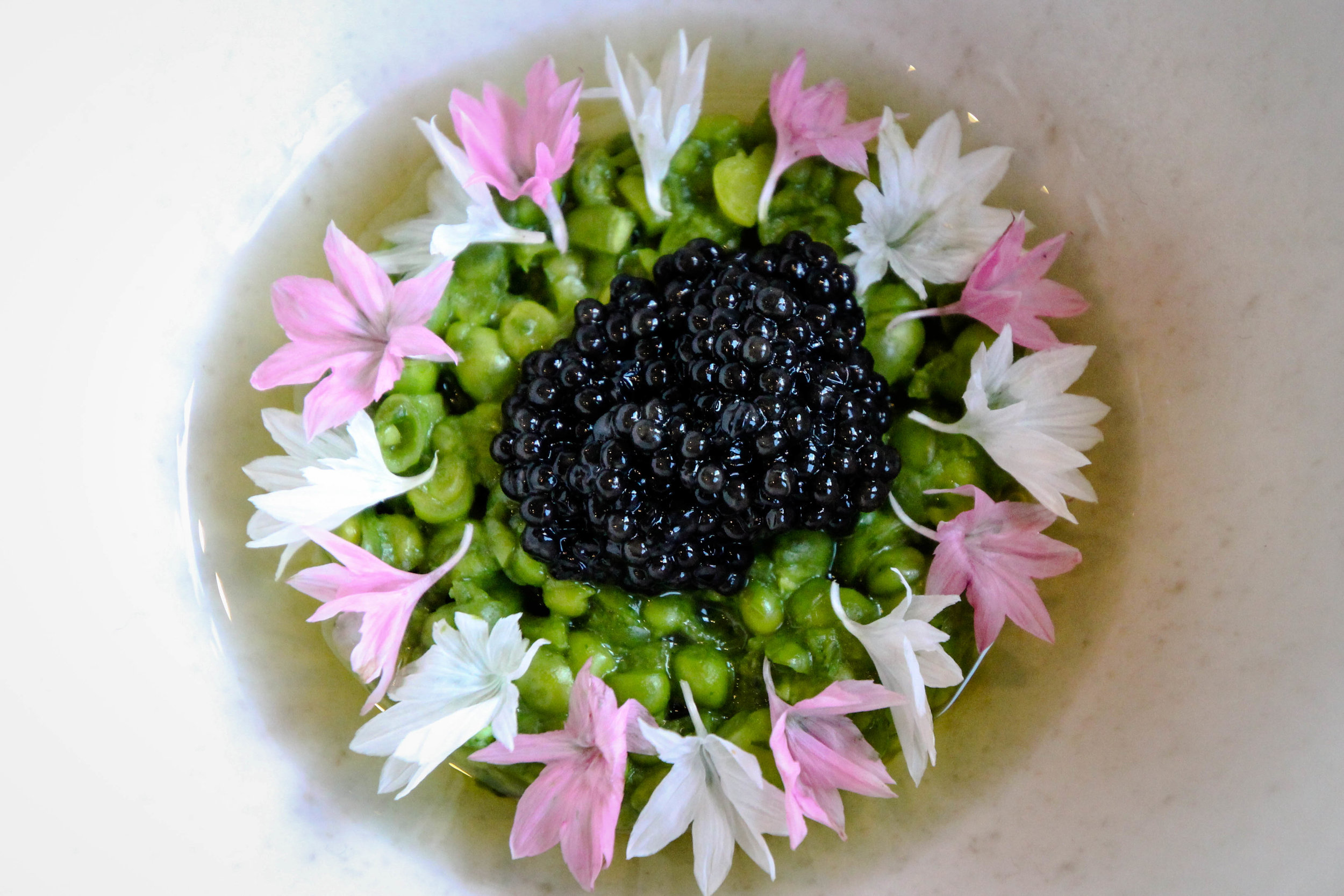 Green peas with 6g of Baerii Gold from Royal Belgium Caviar