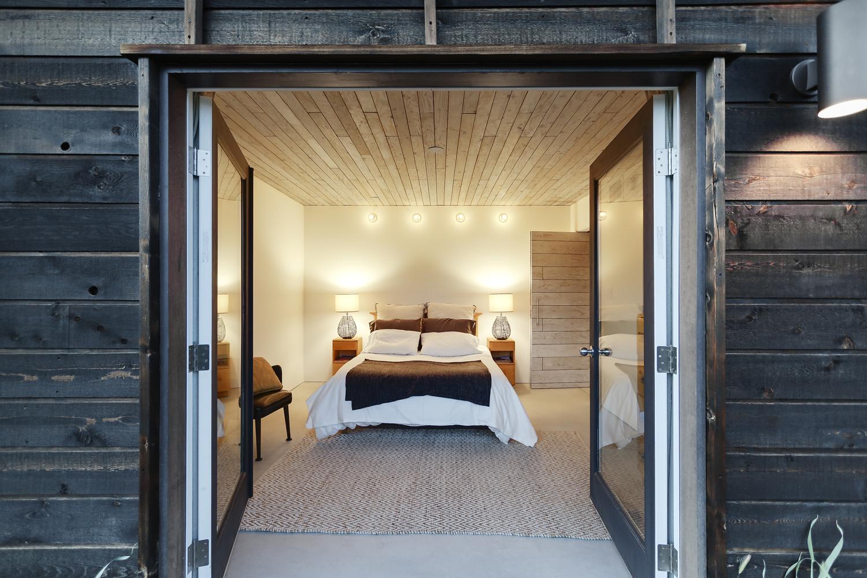 510-cabin-interior-hunter-leggitt-studio7.jpg