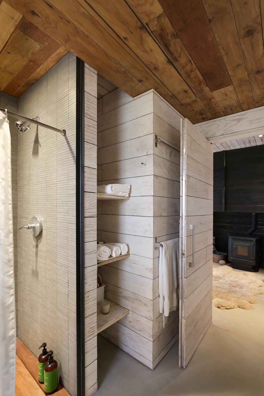 510-cabin-interior-hunter-leggitt-studio13.jpg