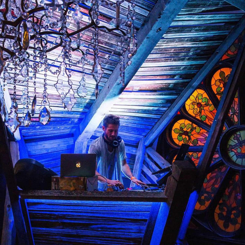 aspen-eagles-nest-stage-crystal-palace-by-hunter-leggitt-studio-10.jpg