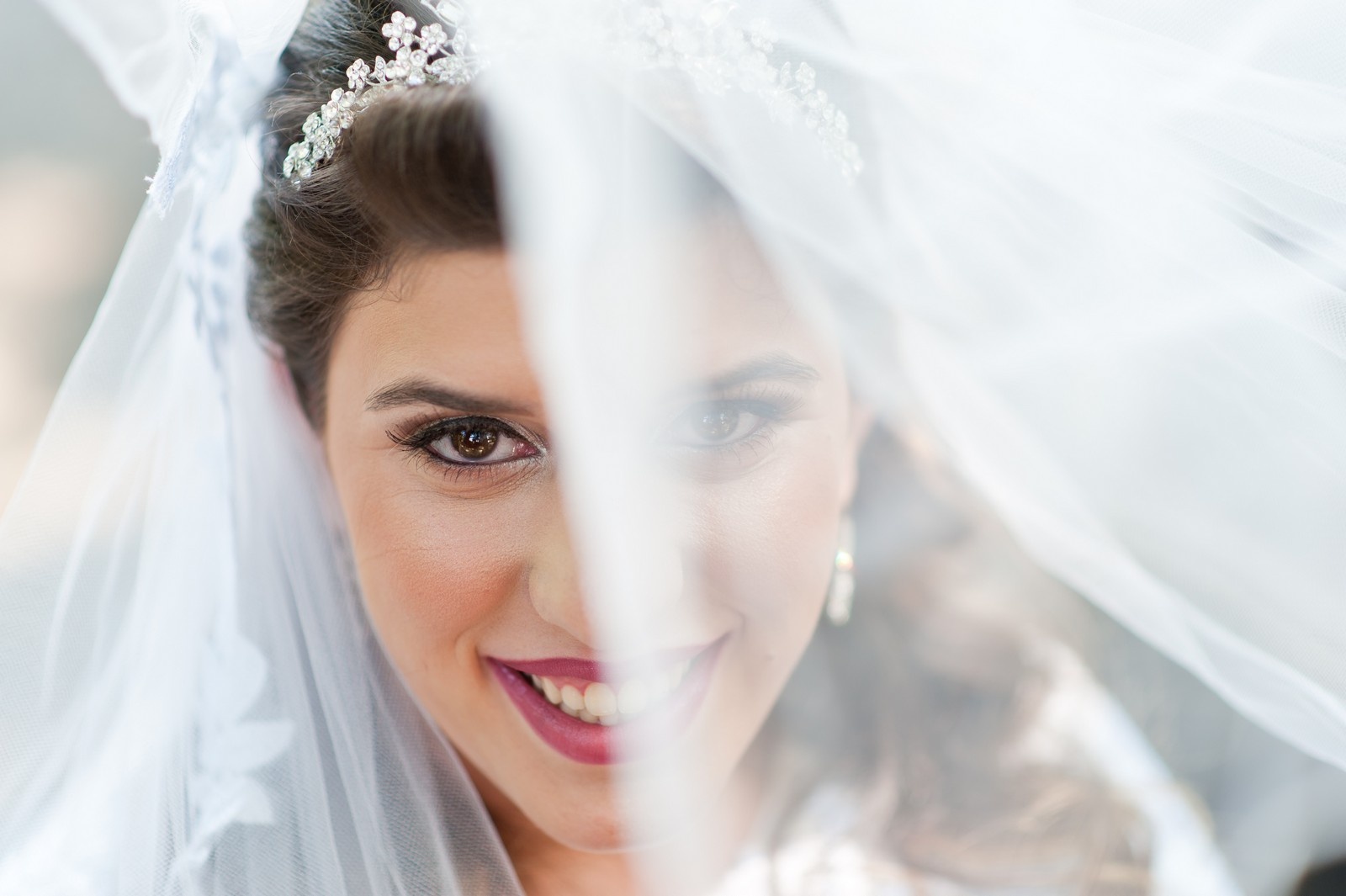 Orthodox Jewish Wedding, Dyker Beach Park and Golf Course, Brooklyn, New York, Photo by Chaim Schvarcz, Bride portrait, Veil, Makeup