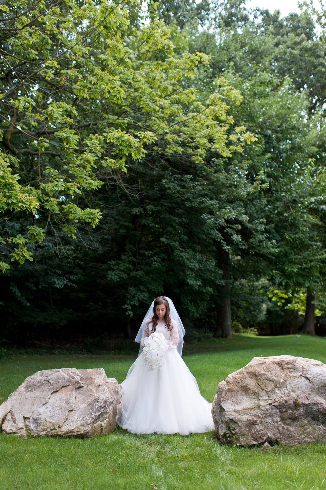 Josh and Michelle's Modern Jewish Wedding at Congregation Keter Torah, Teaneck, New Jersey Photos by Chaim Schvarcz, Bride Portraits