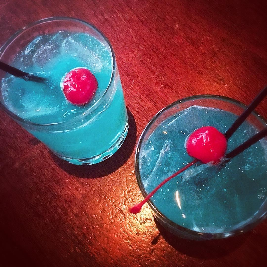 loopedblog  - Blue Eyes Cocktail