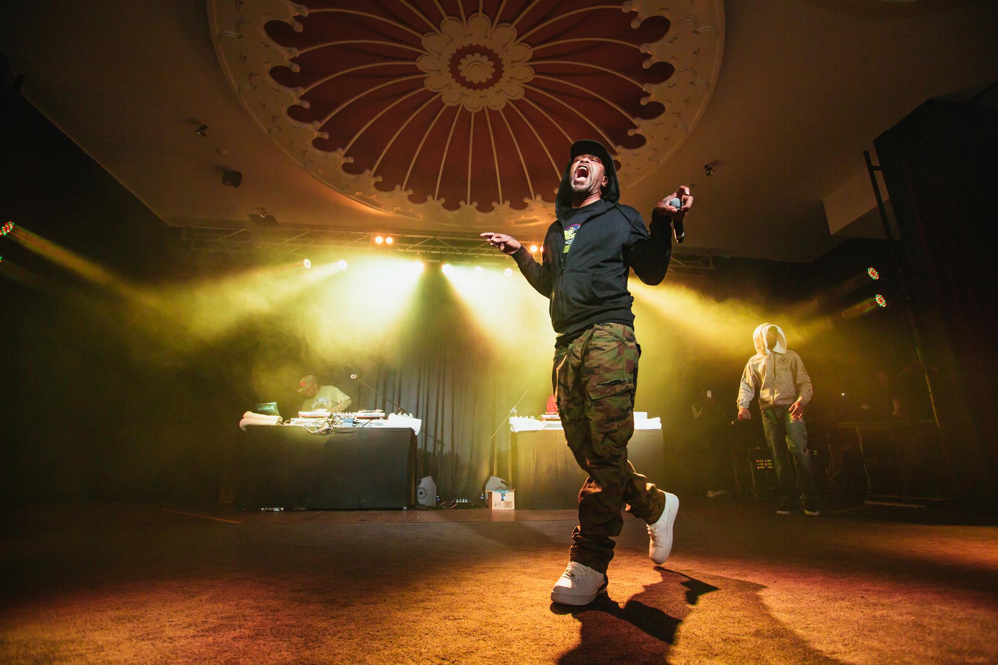 Method Man hitting the stage.
