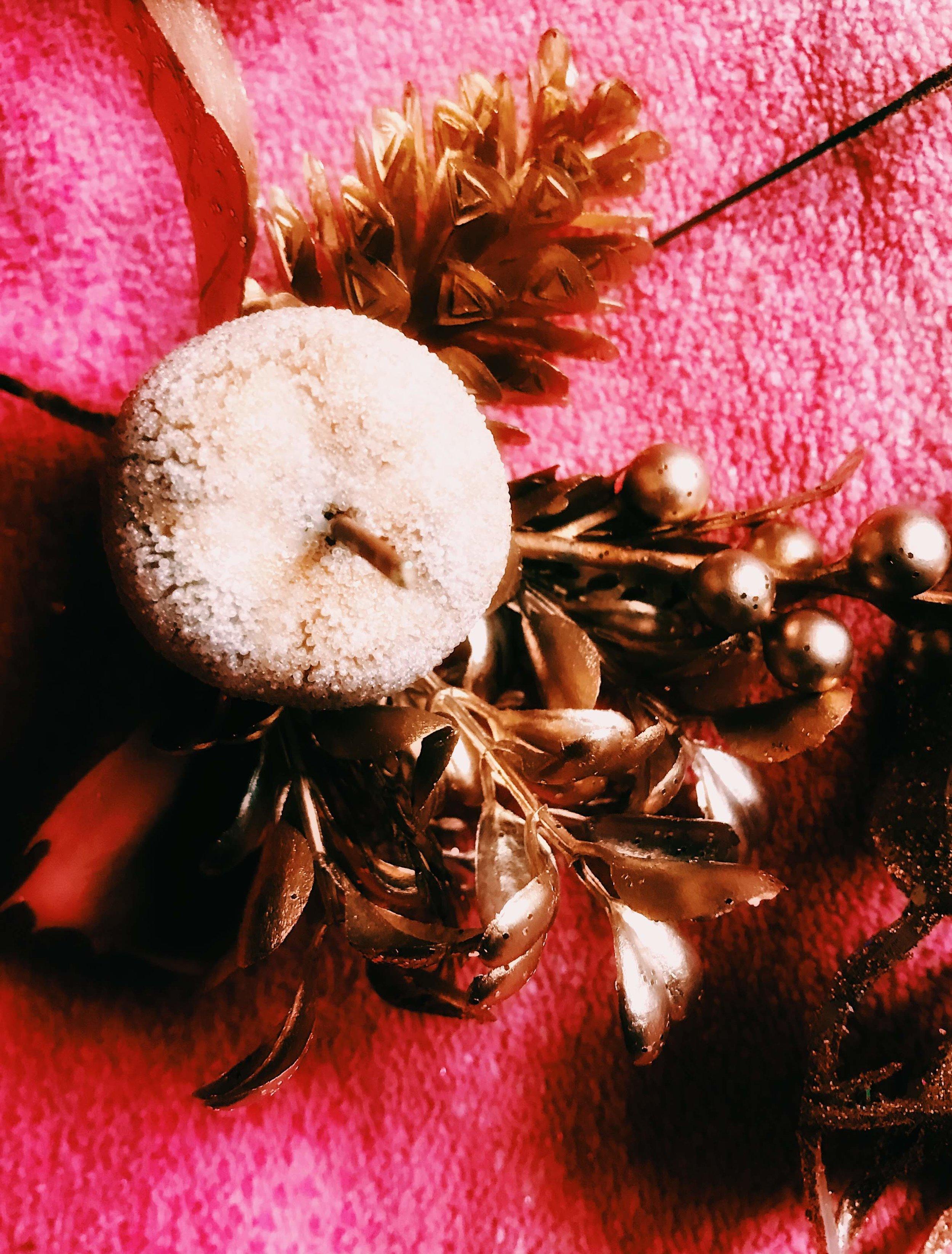 Three Heel Clicks - How to Make a Classy Holiday Wreath for $20 (5).jpg