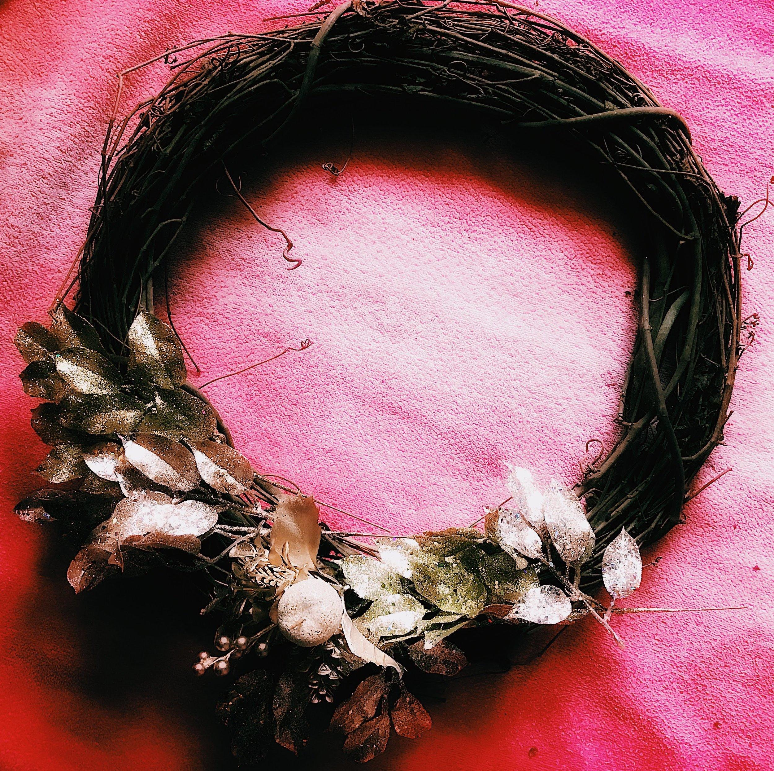 Three Heel Clicks - How to Make a Classy Holiday Wreath for $20 (16).jpg