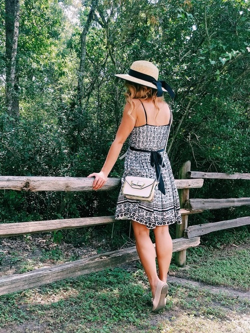 Three Heel Clicks - Five Ways to Wear a Spring Garden Hat (12).jpg