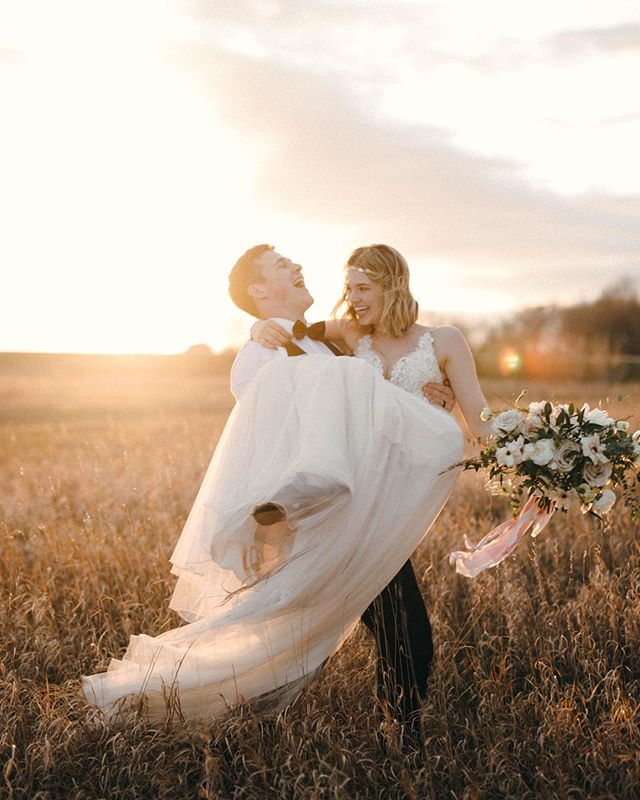 First wedding of the season was amaze. I loooove getting to run through the prairies at sunset capturing two crazy in love humans.  Congrats Jasmine & Devin ✨You both are so delightful ☺️