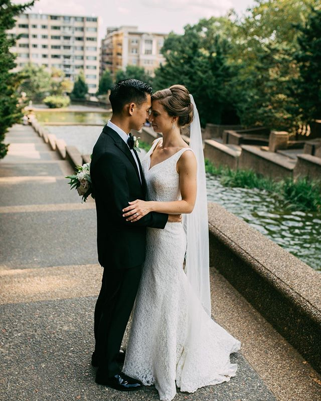 Summer Love. 🖤 _____ #gianvaldiviaphoto #gvpcouples #dcweddings #dcweddingphotographer #meridianhillpark #helenaoliviaflowers #augustbride #summerweddingdress #summerbride # #congressionalclubbride #congressionalclubwedding #virginiaweddingphotographer
