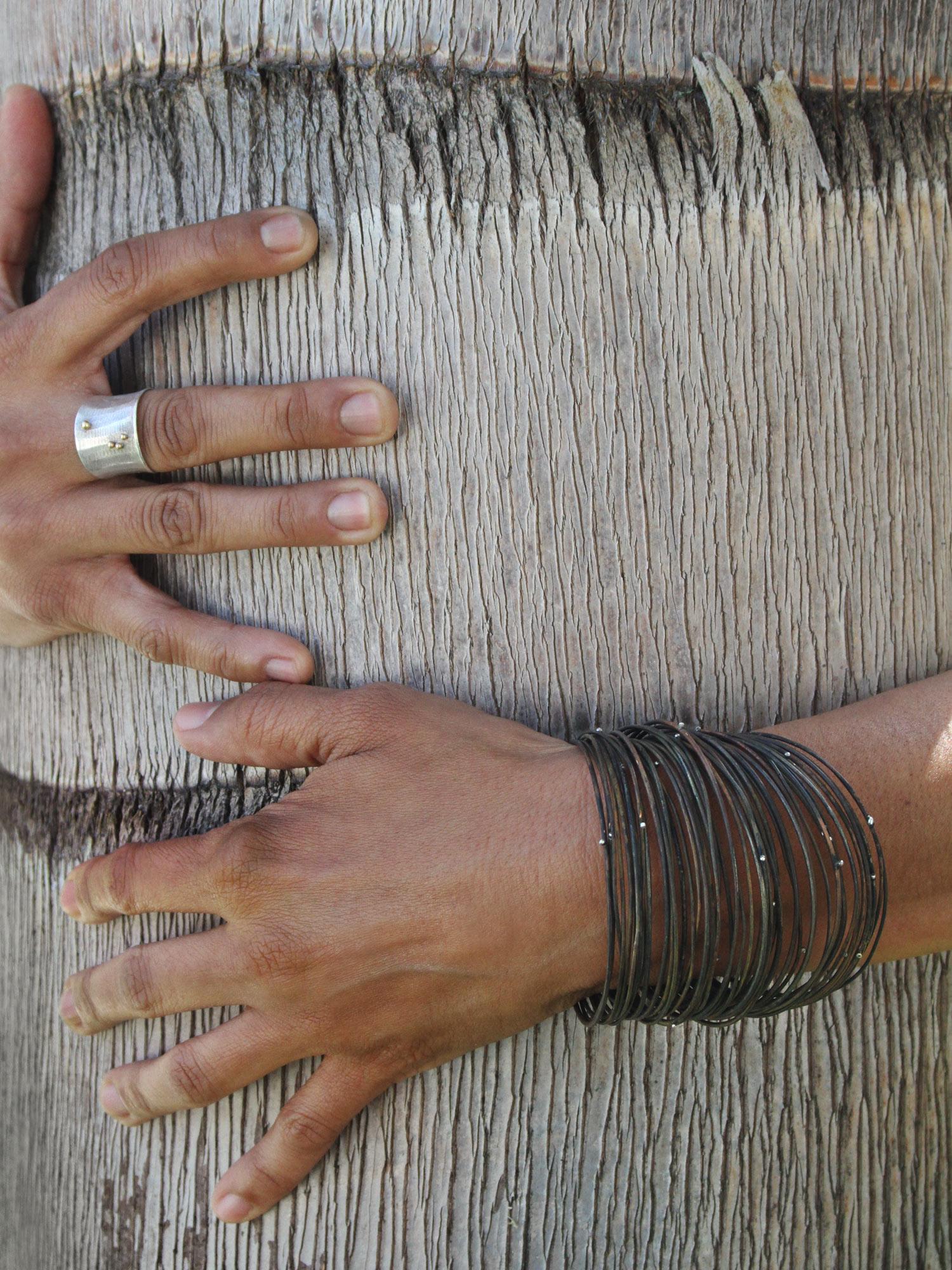 corteccia ring + fili neri bracelets
