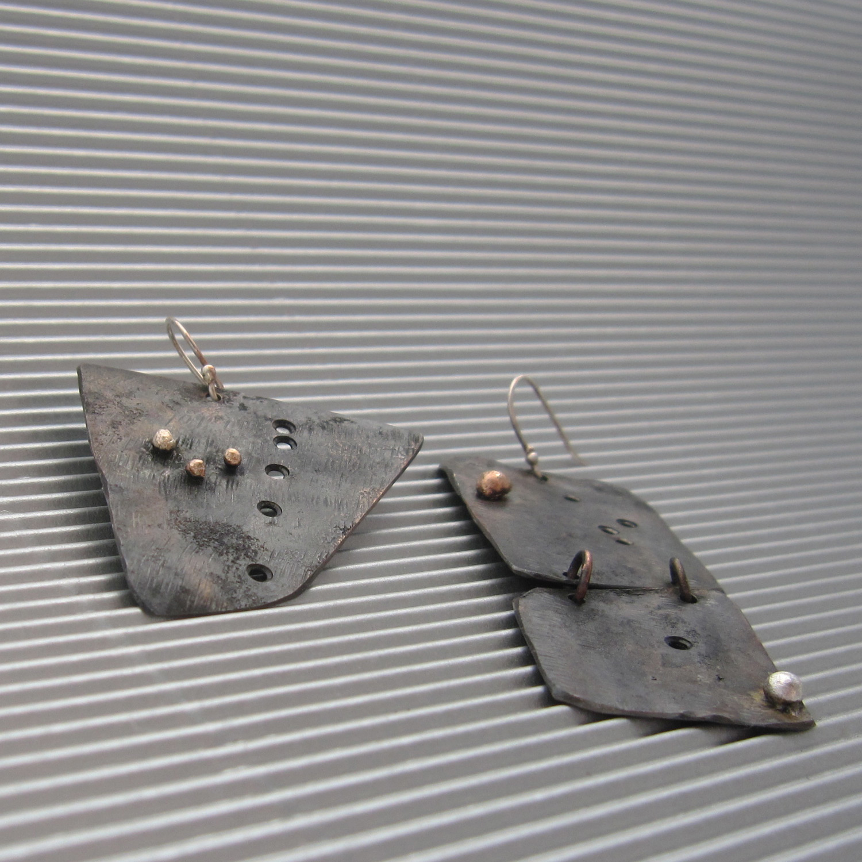 terra scura earrings
