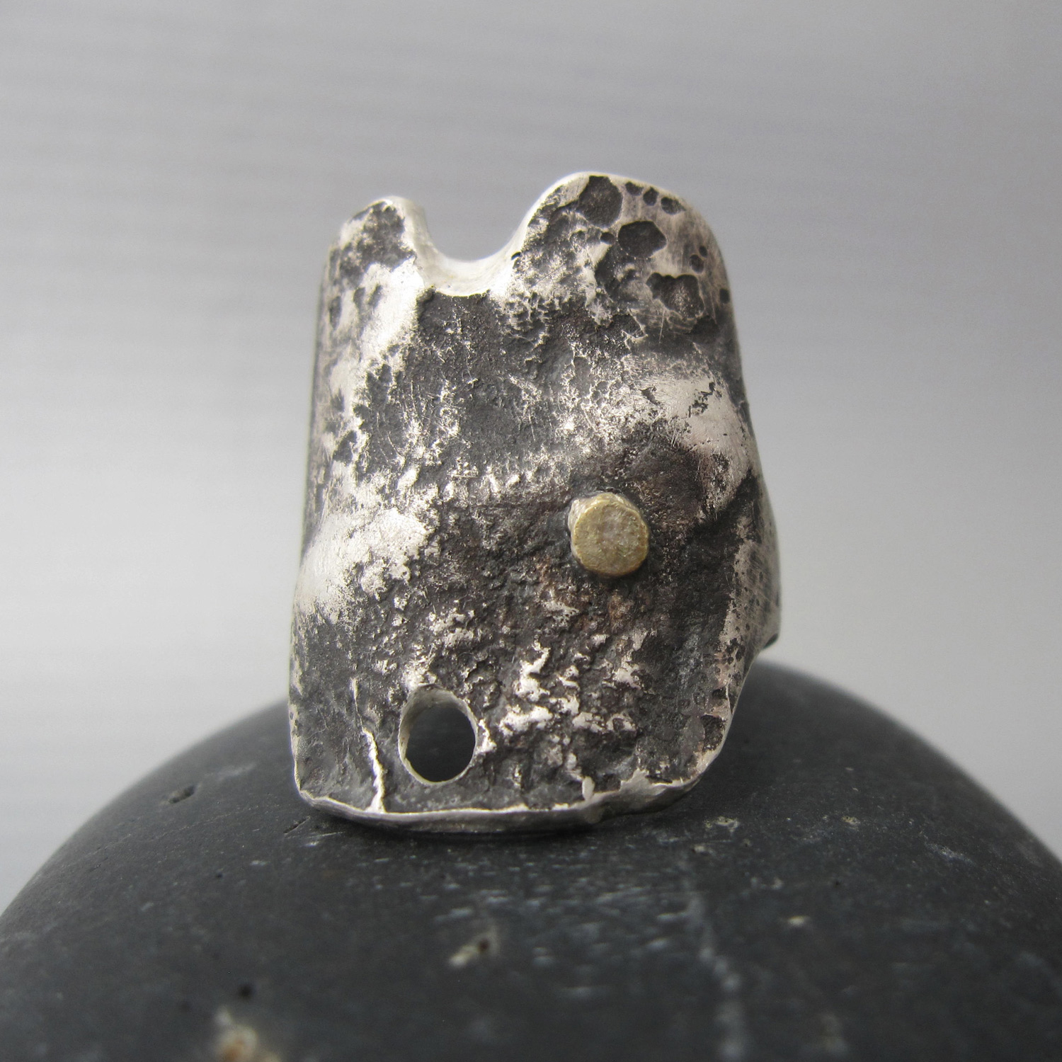 Fondo marino ring in reclaimed silver and 14k solid gold by Maddalena Bearzi