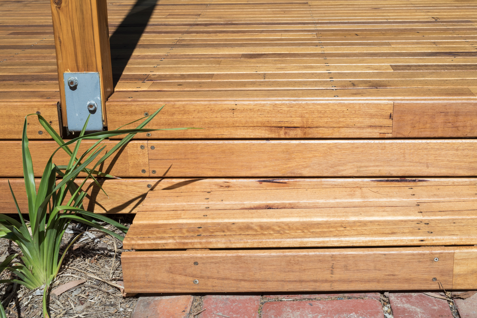 Silvertop Ash Decking - Feature Grade  Photography by Charlie Kinross