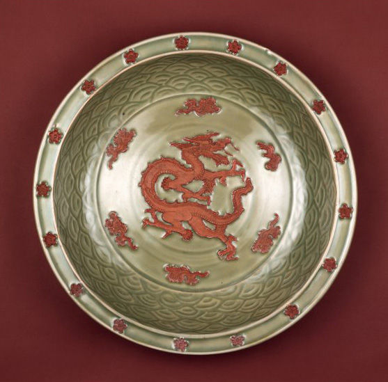 14th c Chinese Longquan porcelain dragon plate -  British Museum