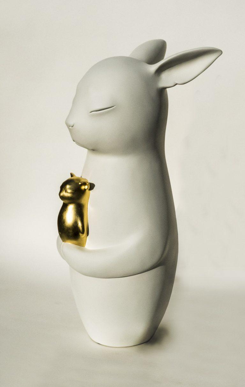 Clémentine Bal  (born Paris 1979 - ), Ochtonalba à l'enfant (Polystyrene, resin, mastic, metal, peint, gold leaf) H : 95 cm  (IG: Clementine Bal)