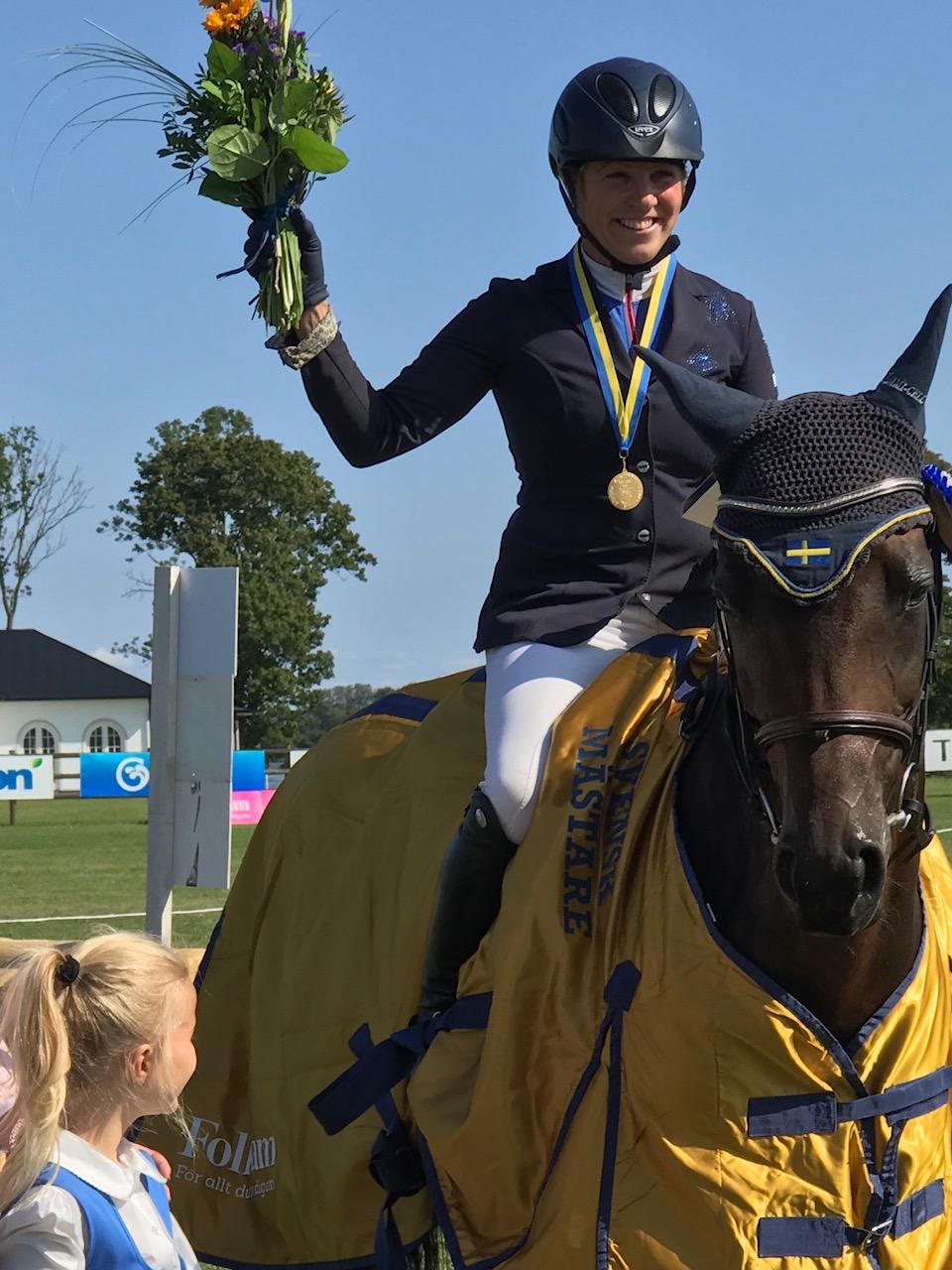 Anna Nilsson på hästen Candy Girl, svensk mästare i fälttävlan