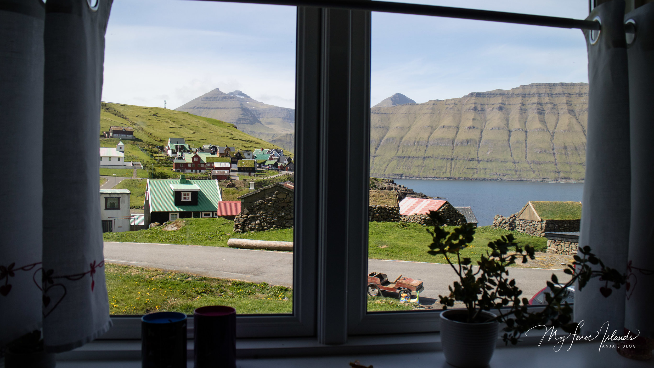 Window View 2 © My Faroe Islands, Anja Mazuhn  (1 von 1).jpg