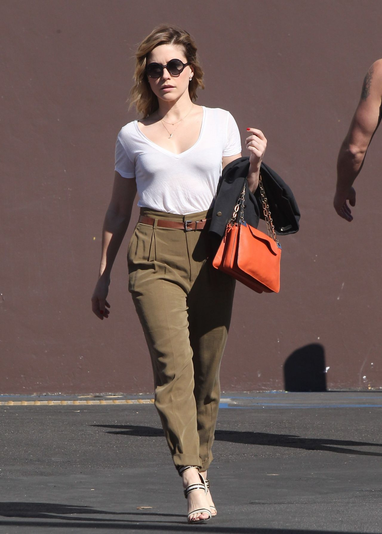 what-to-wear-with-brown-pants.jpg