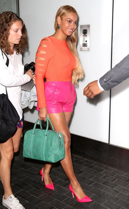 baddie-outfits-beyonce-colorful-outfit.jpg