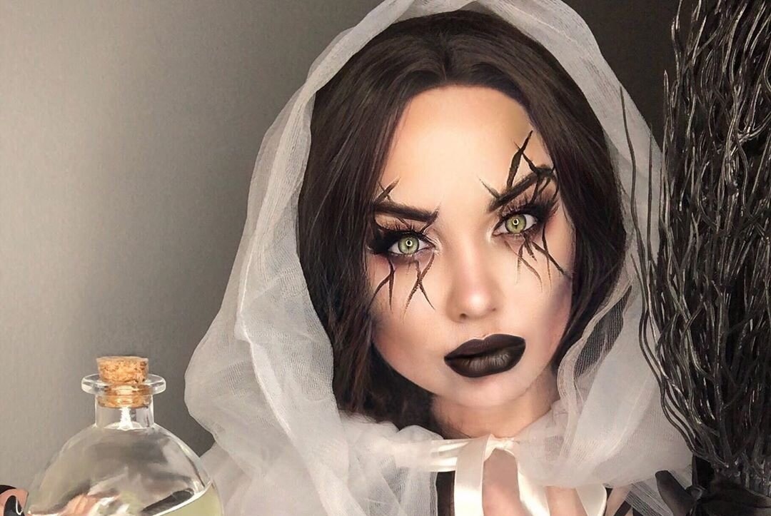 """13 Witch Makeup Looks Bewitching """"It"""