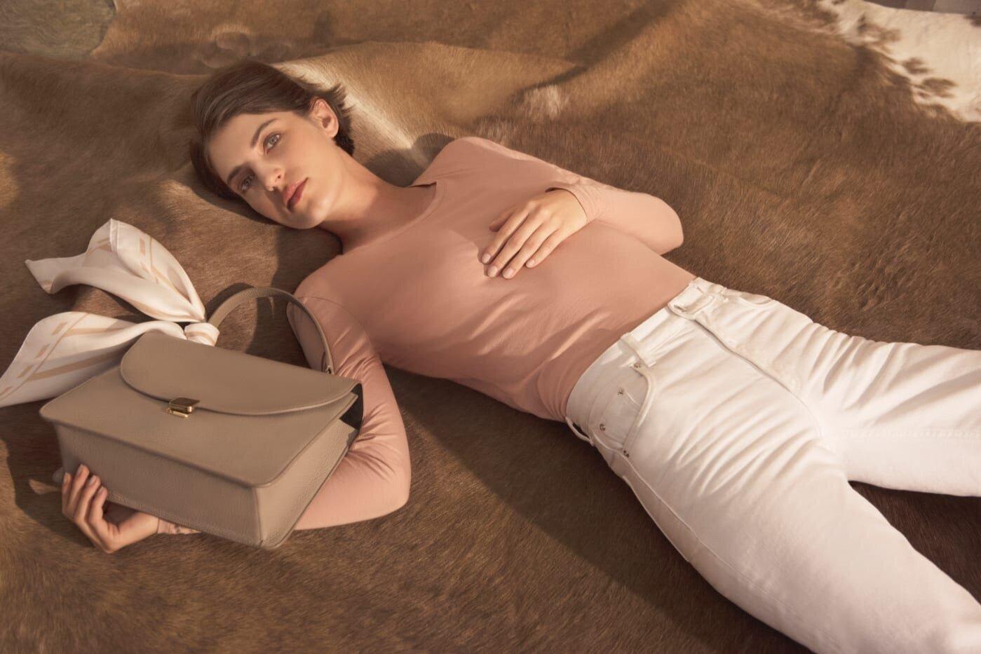 13 Stores Like Aritzia That'll Overhaul Time Capsule Wardrobe