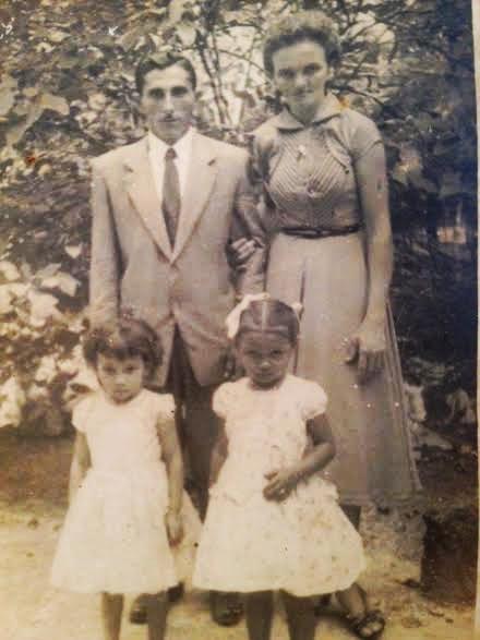 Noivado de minha mãe e meu pai no inicio dos anos 50.