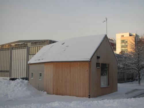 ZEB Test Cell Laboratory ligger på Gløshaugen i Trondheim og er et sentralt forskningsobjekt for flere prosjekter ved NTNU og SINTEF, også for utvikling av nye takløsninger.