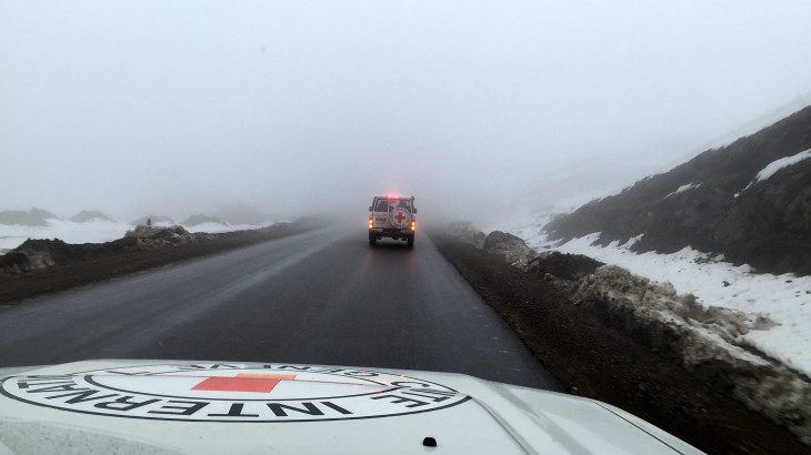 Iraq. ICRC teams head towards snow-clad Panjwin near Sulymanya to deliver aid that will help displaced persons cope with the severe winter. CC BY-NC-ND / ICRC / H. Mustafa