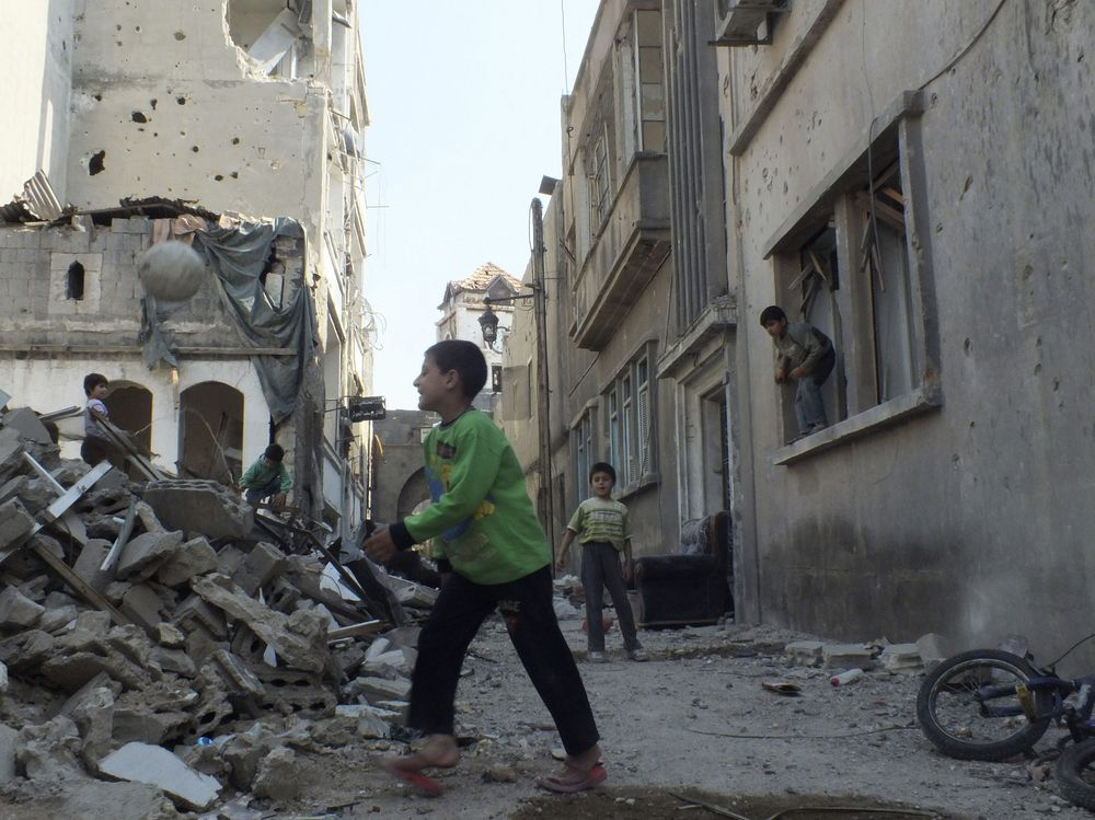 In Syria, aid reaches population in Homs and Harasta - Photo courtesy of Reuters/Yazan Homs