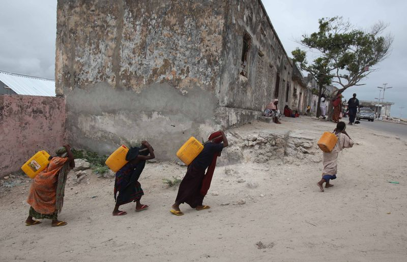A year after drought, too many Somalis vulnerable - Displaced women near Mogadishu - Photo courtesy of Reuters/Ismail Taxta