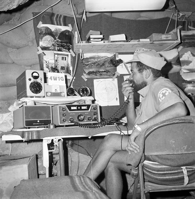 Listening to the voices of one's heart - Radio room, Uqd, Yemen, 1967 - ©ICRC