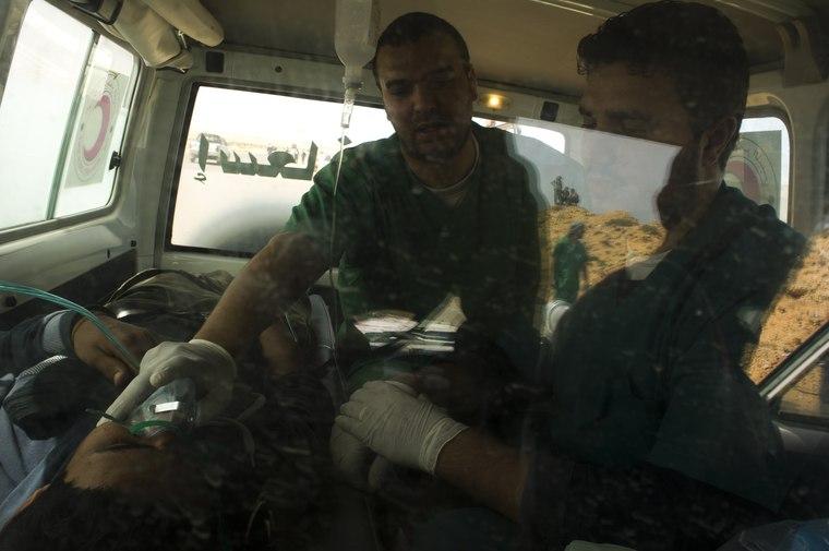 Stuff I read - Evacuating a patient in Ras Lanuf, Libya, 03/29/11 - © ICRC/LIOHN, André
