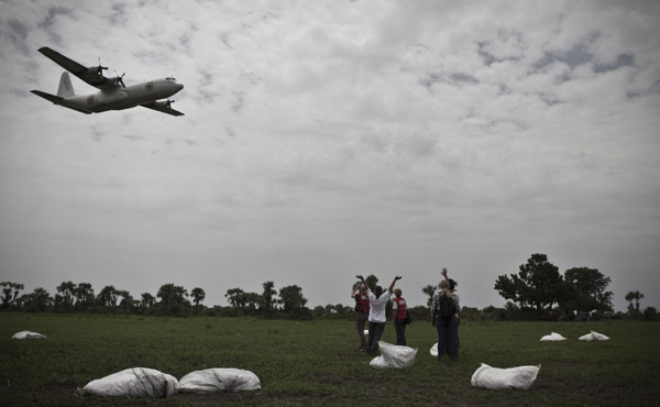 for the first time in nearly 20 years, the ICRC has resorted toairdropsto get aid to people in remote areas.©ICRC/PawelKrzysiek