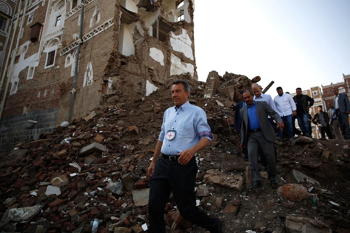ICRC President walking through rubble in an affected area of the old city of Sana'a.  CC BY-NC-ND/ICRC/H Al-Ansi