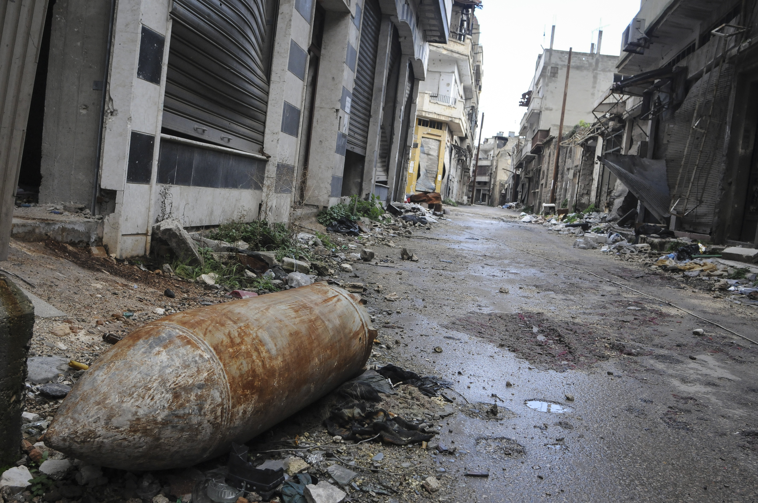 An Unexploded ordnance lays in the street in downtown homs. Teun Anthony Voeten. ©ICRC
