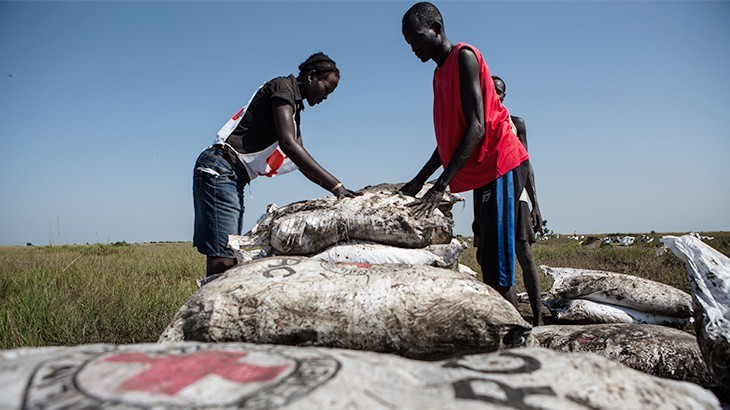 South Sudan Red Cross volunteers help to collect food rations after an ICRC airdrop in Jonglei state, South Sudan. © P. Krzysiek/ICRC