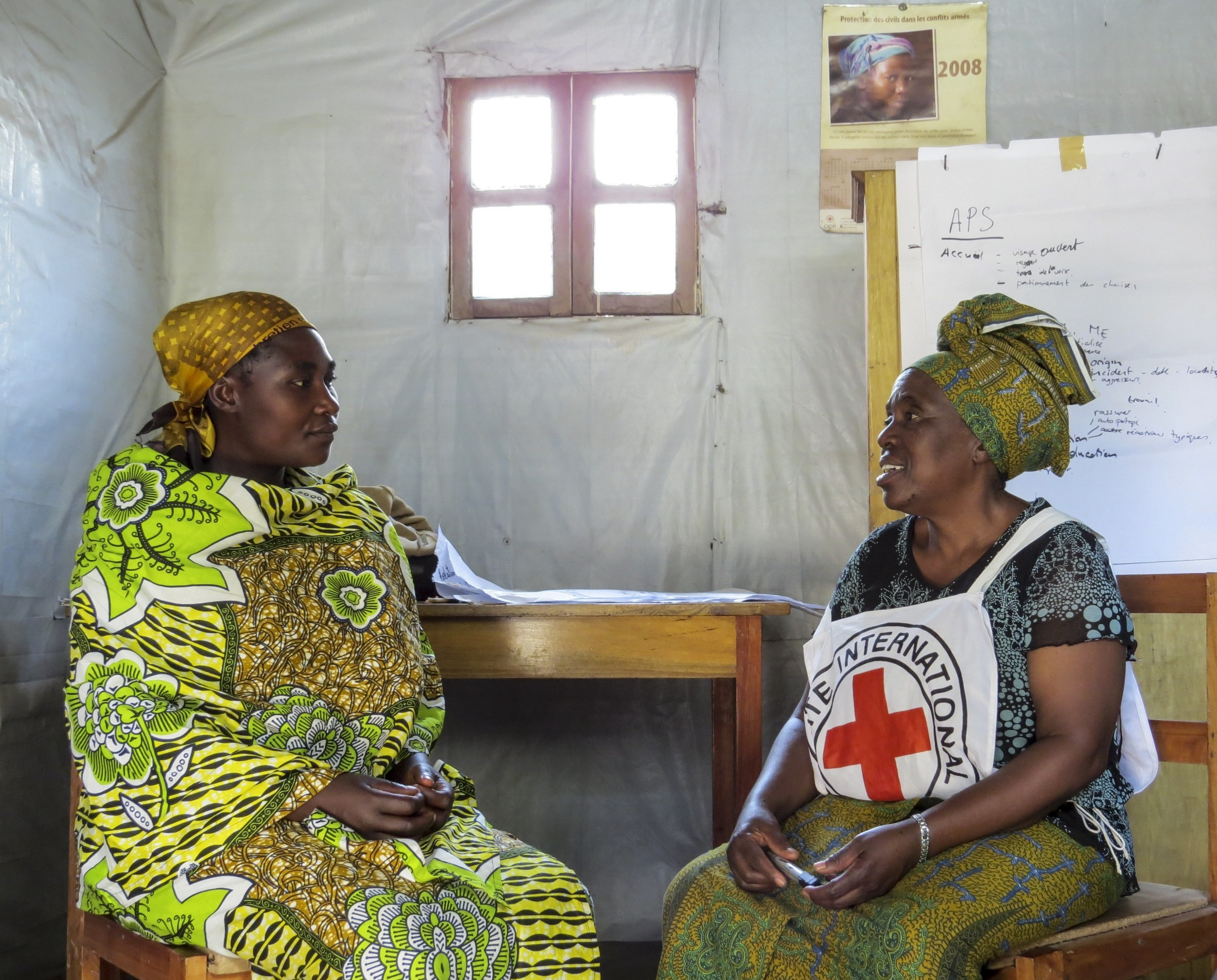 North Kivu, Rutshuru Territory, Kako, Listening House. An ICRC employee is training the psychosocial workers and teams in charge of heightening the communities' awareness of the problems of violence. ©Schindler, Elodie/ICRC