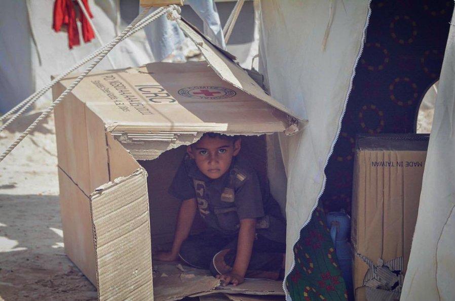 boy-cardboard-box-iraq-August-2016-ICRC