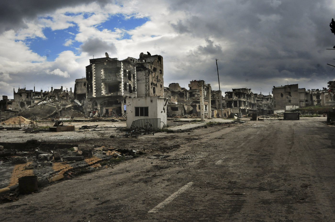 Destroyed building in Homs. Photo by Teun Anthony Voeten/ICRC.