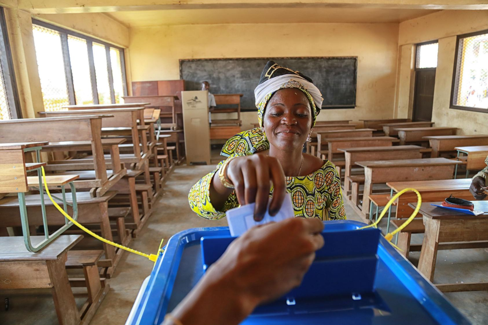 A voter casts her ballot in the PK5 area of the capital Bangui during the referendum. Photo Courtesy of U.N. Photo/Nektarios Markogiannis
