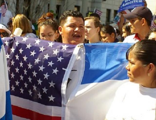 flickr 126818291_a2ffb2c268_o-marcha12-oneman_two flags-luigi de Guzman.jpg