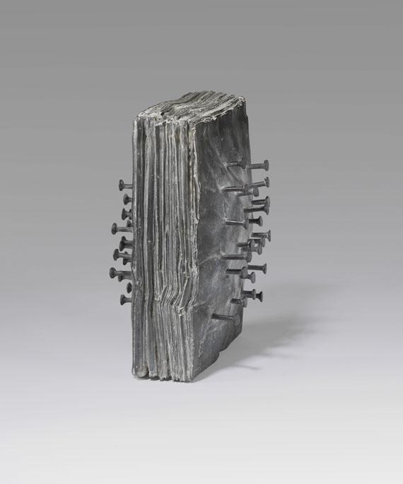 Günther Uecker Zeitungsblock, 2012 Bronze mit schwarz-grauer Patina. 28 x 20 x 17 cm | 11 x 7 3/4 x 6 2/3 in 60 Expl. GU/S 1 sold