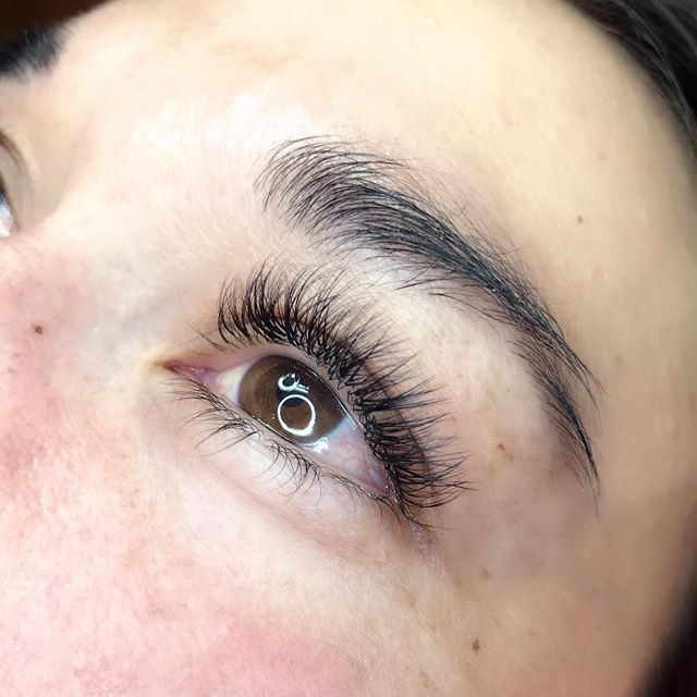 After contemplating for awhile during her waxing sessions with me, she finally took the plunge into the world of lashes and is now loving the new look and ease of getting ready in the morning. Busy moms deserve a little glam! 👸🏼 Fuller yet natural was the look she wanted. ........#encinitas  #encinitaslashes #cardiff #lacosta #sanelijohills #sanelijo #carlsbad #solasalonencinitas #leucadialashes #leucadia #sanmarcos#stayathomemom  #sandiegomoms