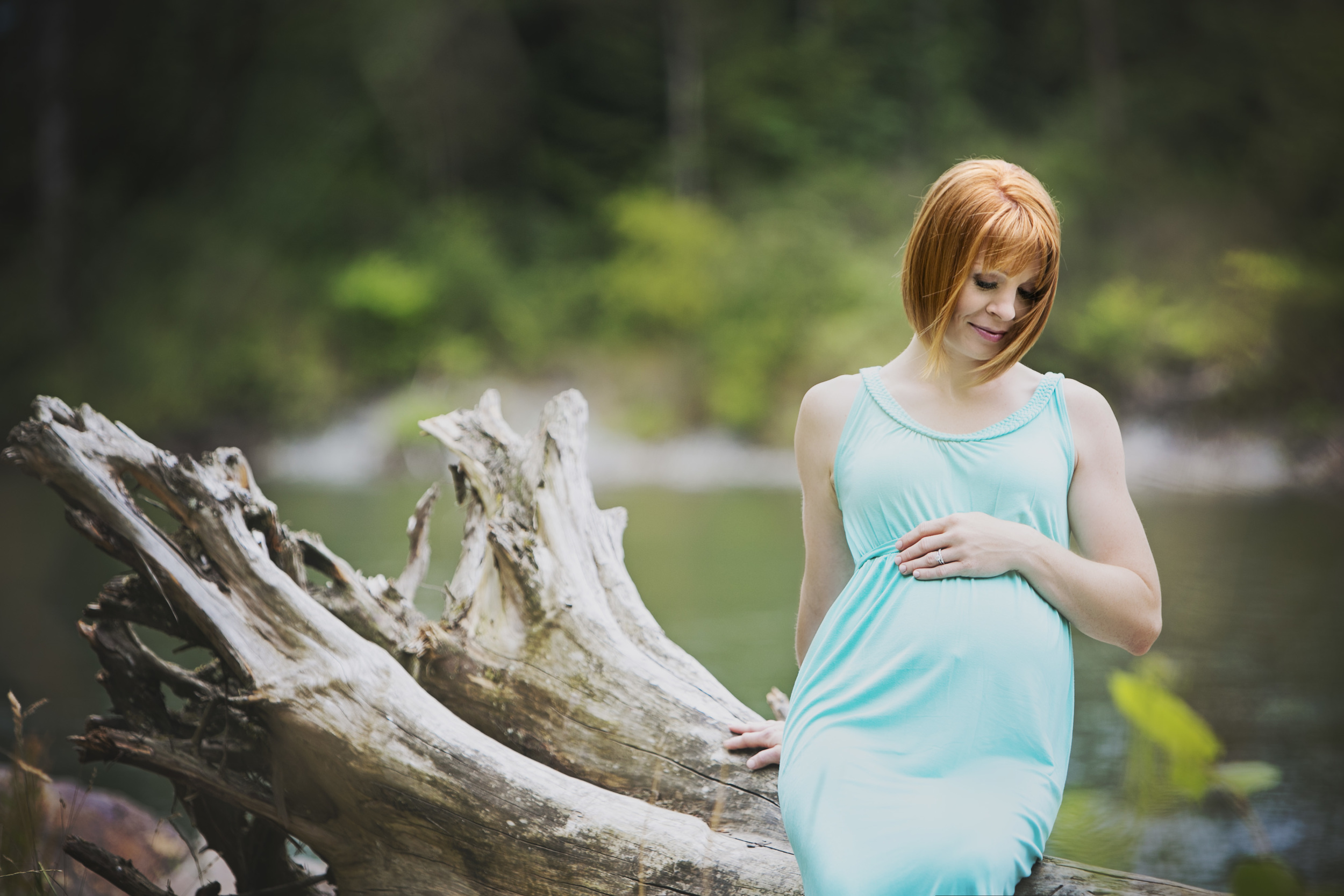 Learn to capture and understand the pregnant form with a 1:1 Maternity Mentor Session