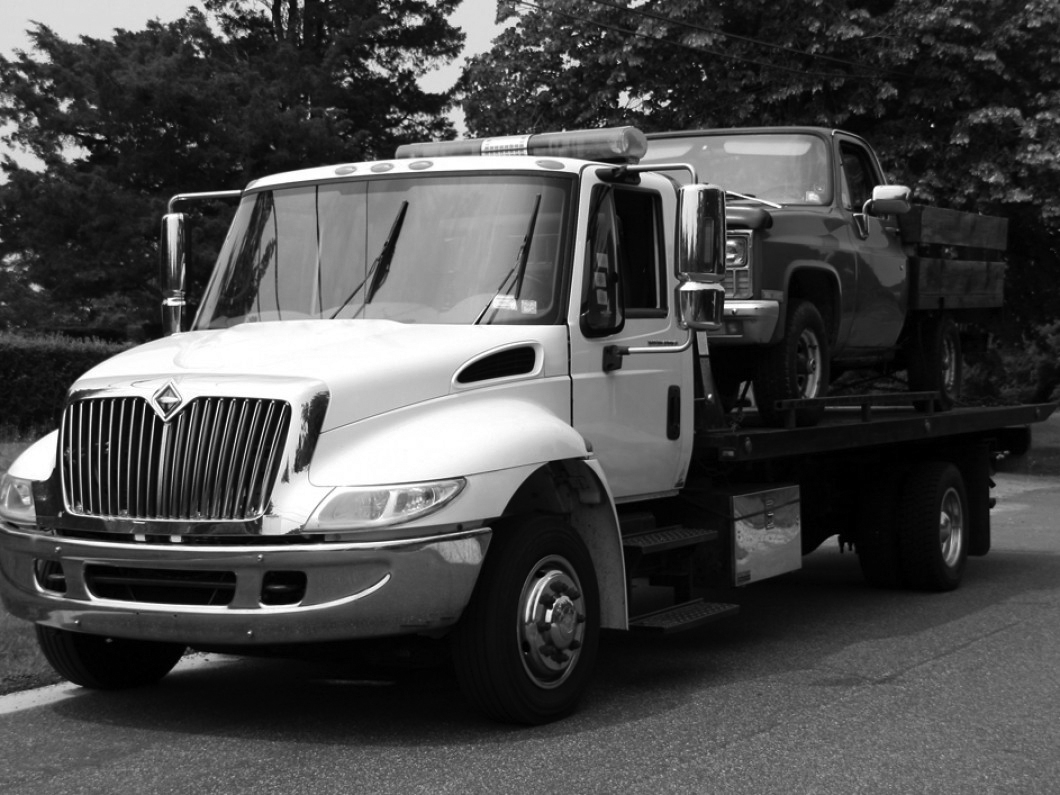 flatbed-truck-for-tow-4609020.jpg