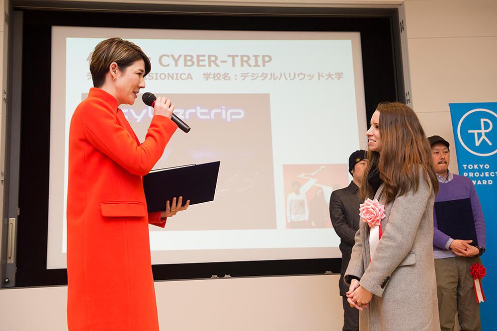 Receiving award from famous japanese artist Sputniko!.