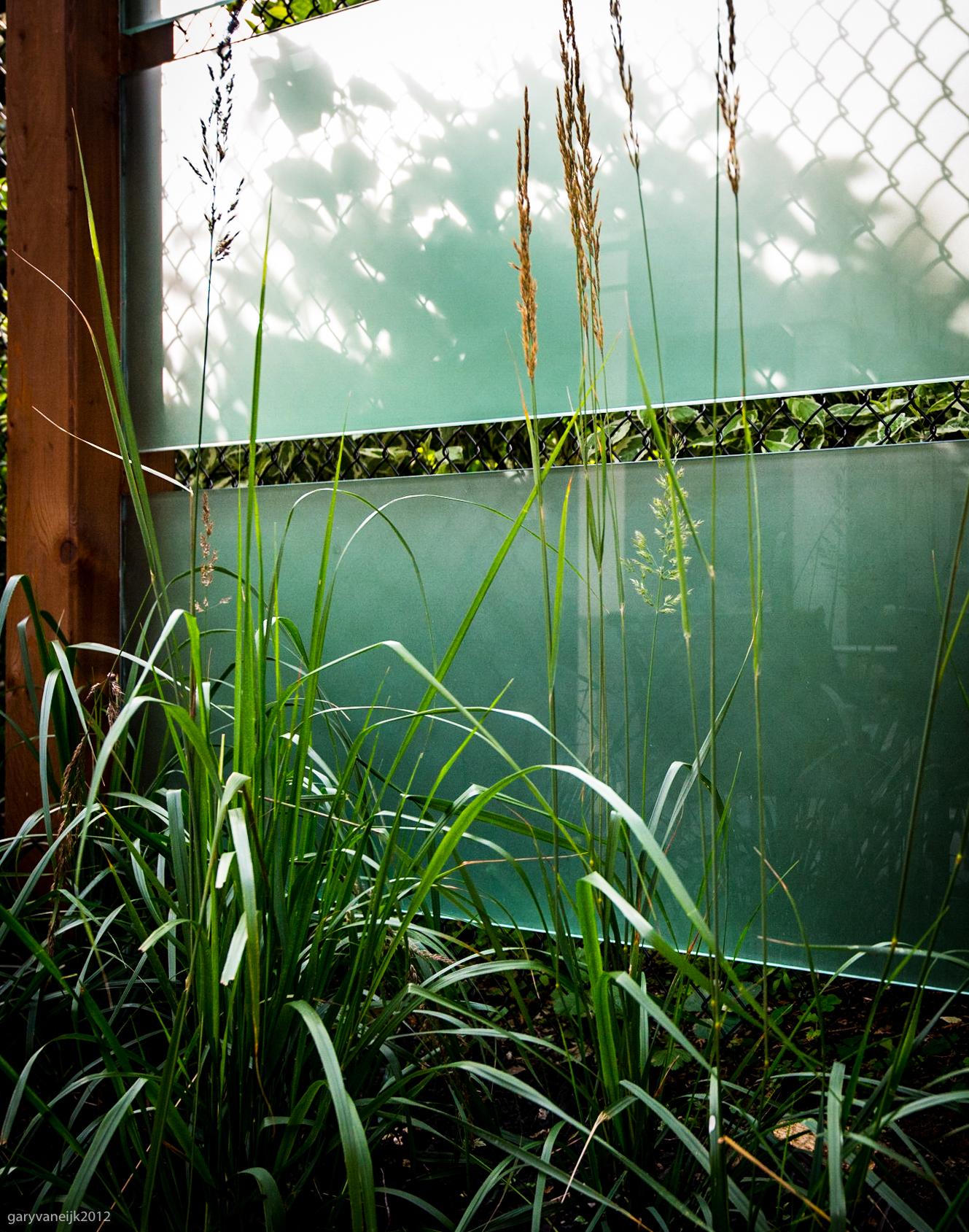 Glass privacy Screen