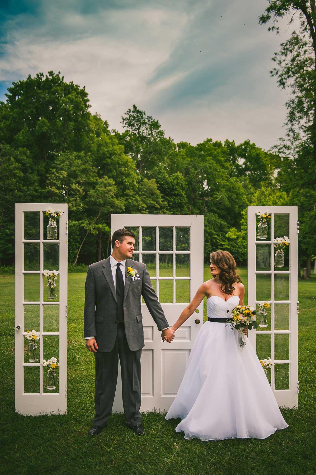 bride-groom-natural-outdoor-portrait-columbus-ohio.jpg