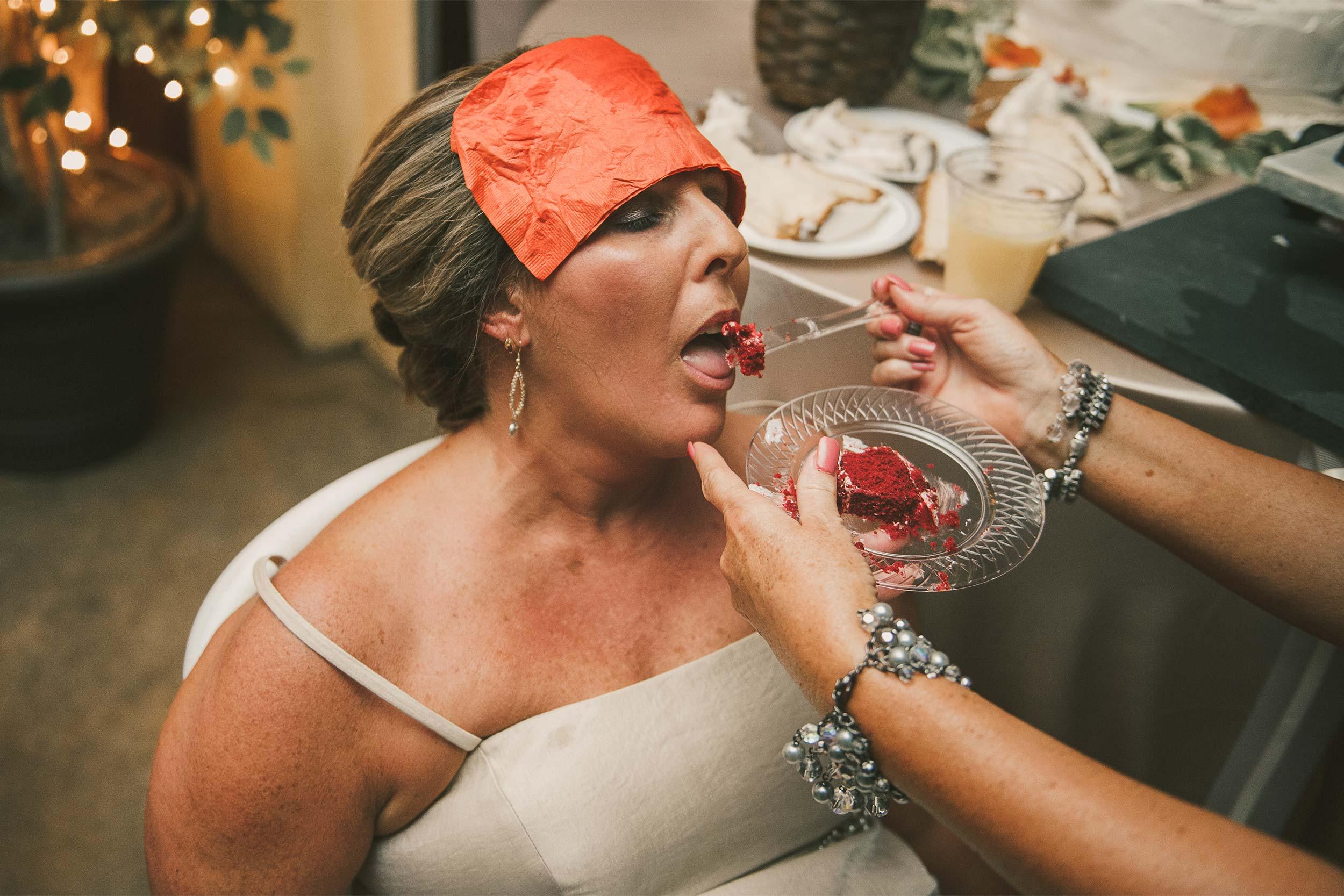 funny-wedding-reception-cake-shot.jpg