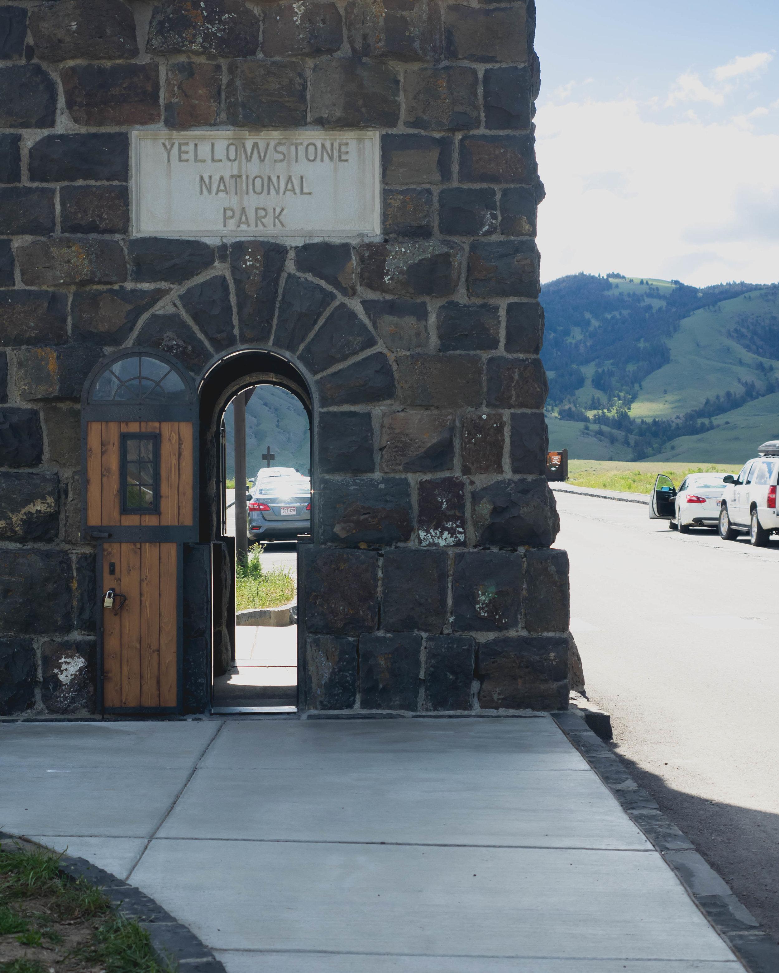 roosevelt arch, original yellowstone national park gate.